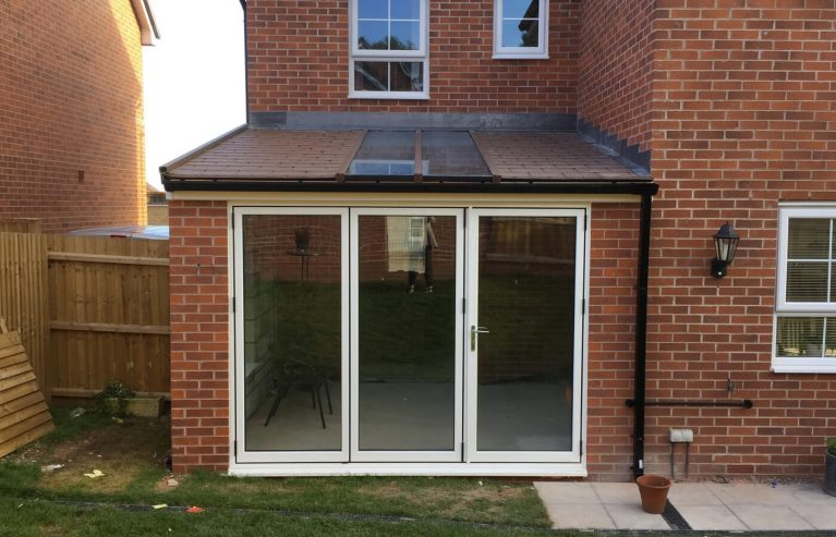 Lean to conservatory with a tiled roof
